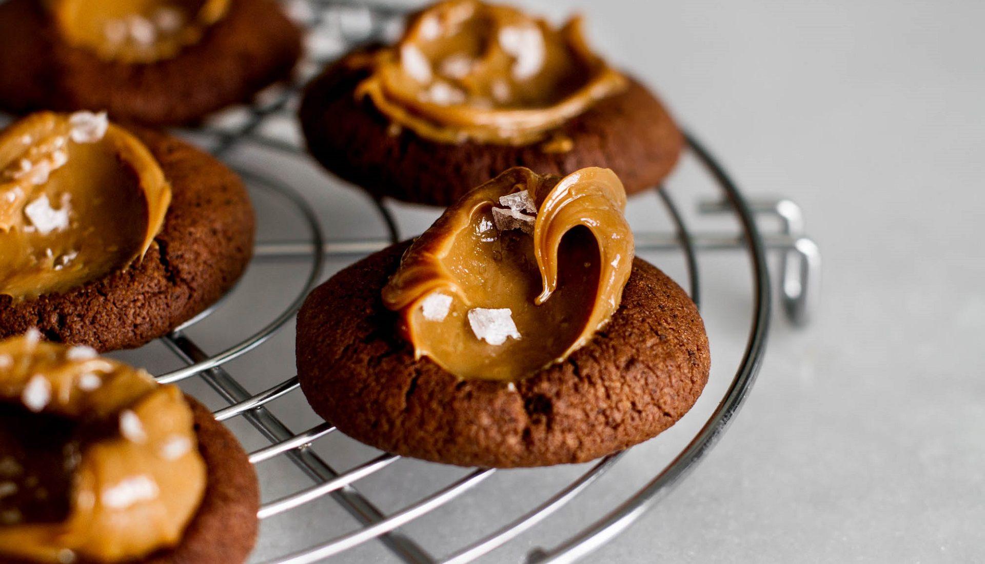 Biscoitos de café com doce de leite