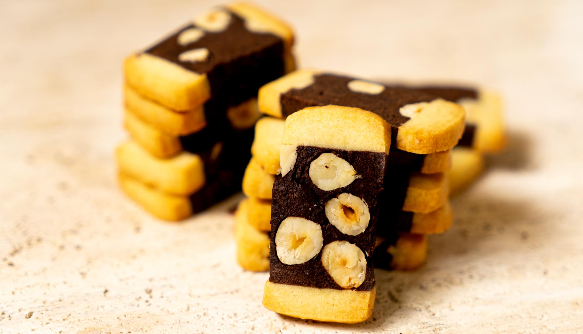 Biscoito amanteigado de chocolate com avelã