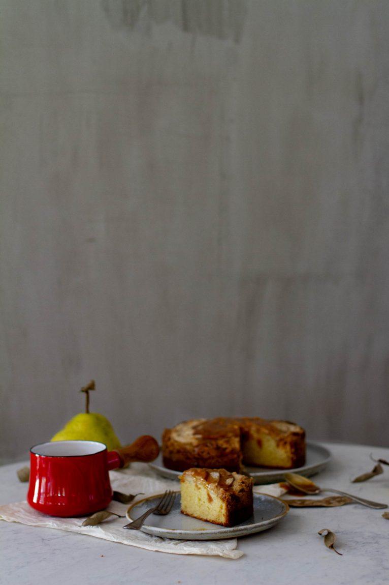 Bolo de pera com avelã