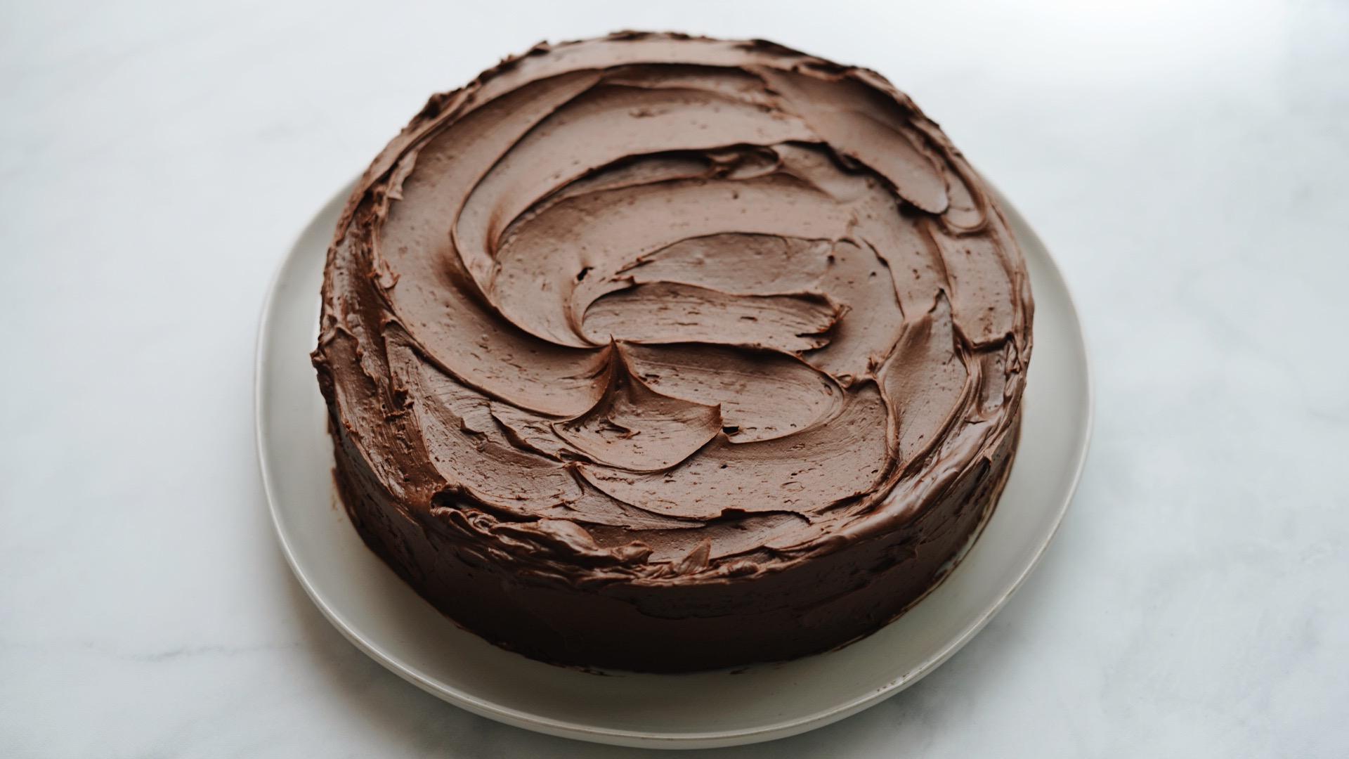 Um bolo de chocolate realmente muito gostoso